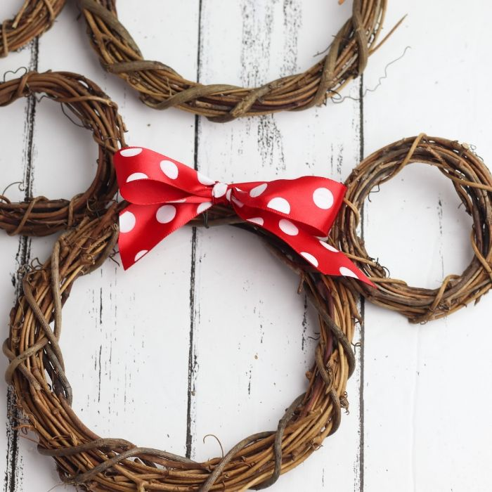 Mickey Mouse Wreath Tutorial – 10 Minute Wreath!